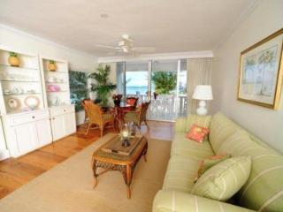 Fabulous Condo with View - #15 Harbour Heights 7MB - Seven Mile Beach vacation rentals