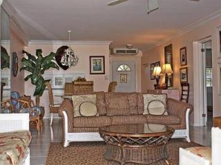 Comfort & Style Grndfl - #33 Harbour Heights 7MB - Seven Mile Beach vacation rentals