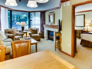 Luxury amenities, ski-in/ski-out, shared hot tubs, pool, and more! - Olympic Valley vacation rentals