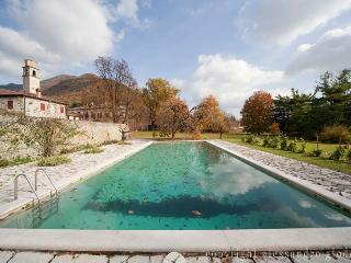 Nice 8 bedroom Pieve di Soligo Villa with Shared Outdoor Pool - Pieve di Soligo vacation rentals