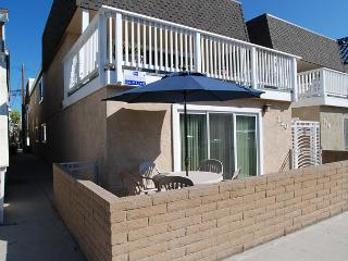 Cute 2 Bedroom Unit, Close to the Beach! (68338) - Newport Beach vacation rentals