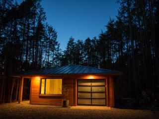 Hemlock Hideaway - 1 bedroom cottage, close to the beach - Tofino vacation rentals