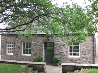 The Arns Cottage, near Auchterarder in the Perthshire countryside - Auchterarder vacation rentals