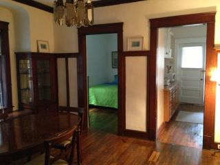 5 minutes from Cleveland Clinic: Hillcrest - Richfield vacation rentals