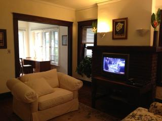5 minutes from Cleveland Clinic: Hillcrest - Cleveland Heights vacation rentals