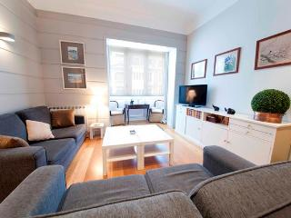 Charming Condo with Internet Access and Washing Machine - San Sebastian - Donostia vacation rentals