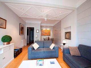 Charming 4 bedroom San Sebastian - Donostia Apartment with Internet Access - San Sebastian - Donostia vacation rentals