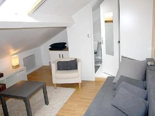 Perfect for 4, Champs Elysees Jean Mermoz in Paris - Paris vacation rentals