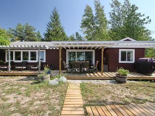 Perfect 2 bedroom Kincardine Cottage with Deck - Kincardine vacation rentals