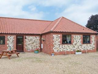 THE GRANARY COTTAGE, great touring base, close to amenities, ground floor cottage in Gayton, Ref. 28910 - Fakenham vacation rentals