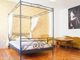 Art Nouveau 20s Apartment in Kreuzberg, Berlin - Berlin vacation rentals