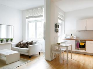 Bright and Luminous Apartment in Kreuzberg, Berlin - Berlin vacation rentals