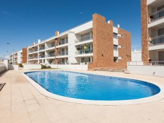 446671 - Spacious and Modern with Large Terrace and BBQ, walking distance to Beach - Sleeps 6 - Sao Martinho do Porto - Sao Martinho do Porto vacation rentals