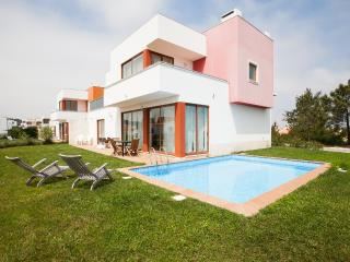 446678 - 3 bedroom luxury villa - Private pool and garden - Sleeps 8 - Bom Sucesso Obidos - Salir do Porto vacation rentals
