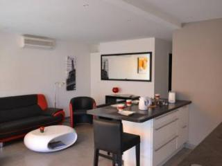 Rouaze Top Floor 2 Bedroom Flat with Great Cannes Views from the Balcony - Cannes vacation rentals