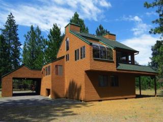 Charming 2 Bedroom Cedar Cabin on 1/2 acre lot in - Sisters vacation rentals