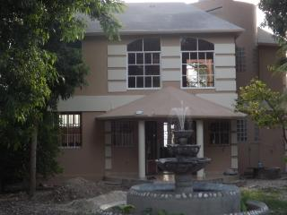 Cozy 3 bedroom Villa in Carries - Carries vacation rentals