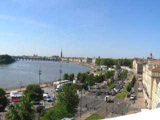 Historic center panoramic view, A/C, lift, parking - Bordeaux vacation rentals