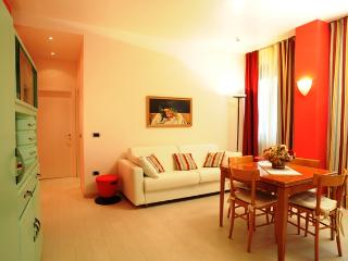 Siena centre-Red apartment - Siena vacation rentals