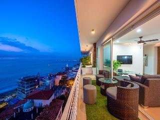 353 AMAPAS, FULL OCEAN VIEWS, 1BLOCKTOBEACH, GYM - Puerto Vallarta vacation rentals