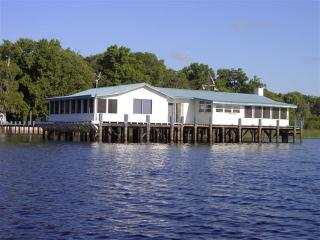 Lake House Blue - The Perfect Vacation House with 360* View - Pomona Park vacation rentals