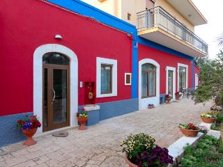 Beautiful 1 bedroom Castellana Grotte Bed and Breakfast with Internet Access - Castellana Grotte vacation rentals