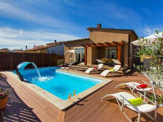 Beautifull modern built 3 bedroom  villa, close to the sea - Pula vacation rentals