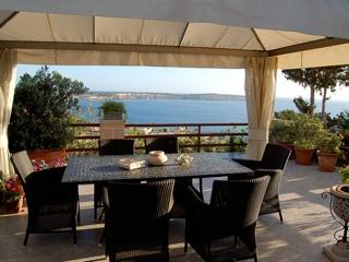 Fully DETACHED BUNGALOW with a wonderful view of Mellieha Bay, Comino and Gozo. - Image 1 - Mellieha - rentals