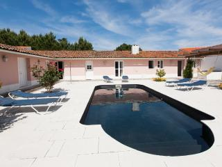 834072 - Large villa with Private courtyard and Swimming Pool, Sleep 9 - Salir so Porto - Leiria District vacation rentals