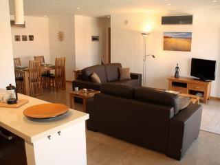 1195222 - Two Bedroom High Quality apartment, Air Con, Pool and Walking distance to Beach - Extremadura vacation rentals