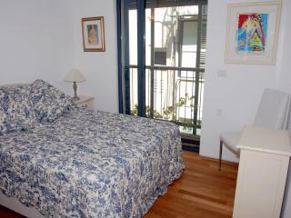 Deluxe Nachmani - Tel Aviv - 2 Bedroom Apartment - Tel Aviv vacation rentals