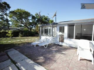 (Kiara) 1 Room 1 Bath Dania Beach FL. - Dania Beach vacation rentals