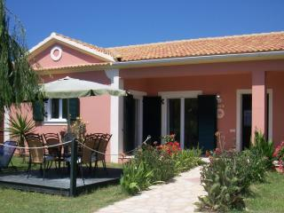 STRAWBERRY VILLA - 3 bedrooms, 100m from the beach - Argyrades vacation rentals