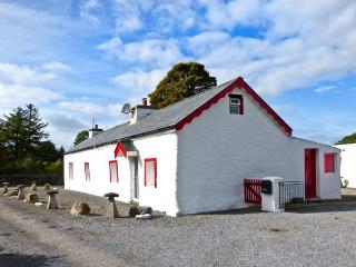 CURRAGHTEEMORE, romantic retreat, multi-fuel stove, quiet location, near Knock Ref 29263 - Foxford vacation rentals