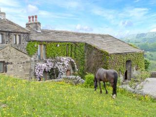 THE STABLE COTTAGE, 17th century barn conversion, off road parking, walks from door, stabling available, near Oakworth and Haworth, Ref. 29670 - Haworth vacation rentals