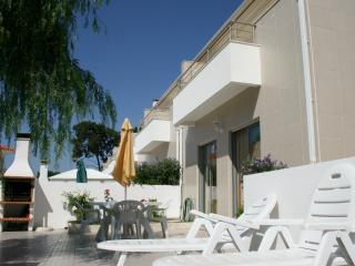 0176 - Modern Spacious townhouse in small private condominium with Pool and Children's Park, Sleeps 8 - Foz do Arelho - Foz do Arelho vacation rentals