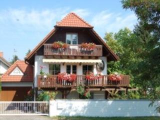 Vacation Apartment in Bad Dürkheim - 969 sqft, quiet, unique, comfortable (# 4383) - Bad Dürkheim vacation rentals