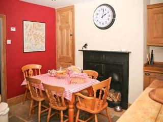 SOUTHEY COTTAGE, woodburner, roll-top bath, en-suite facilities, in Grassington, Ref. 24448 - Grassington vacation rentals