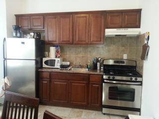 new york city!!! 5 minutes away,beautiful 1 bedroom, sleeps up to 4 - Union City vacation rentals