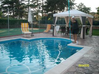 B&B NEAR ROME (NETTUNO) WITH POOL  AND TENNIS COURT - Nettuno vacation rentals
