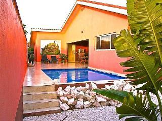 Villa Iguana, prive zwembad, huurauto, centraal - Willibrordus vacation rentals