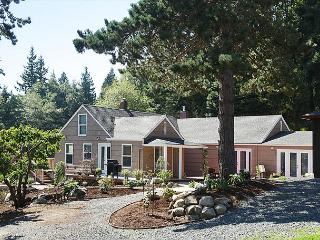 Beautifully rennovated 70 year old farmhouse with privacy and sleeps 6-8 - Freeland vacation rentals