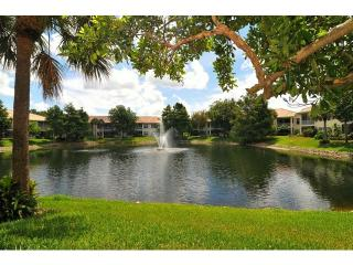 Naples - Pelican Marsh / Lovely lake-view Condo - Naples vacation rentals