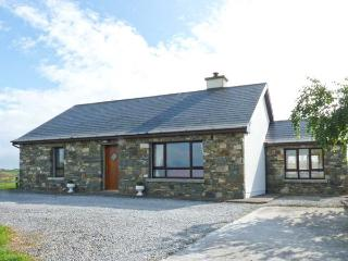 COURT FARM COTTAGE, single-storey detached cottage, woodburning stove, pet-friendly, sea views, near Glin, Ref 29070 - Northern Ireland vacation rentals