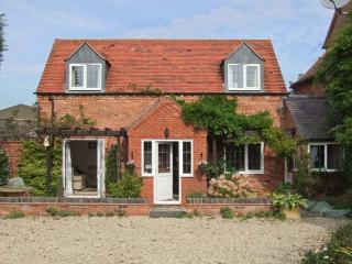 MOLE END COTTAGE, rural location, delightful gardens, family-friendly cottage - Mickleton vacation rentals