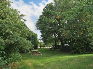 MOLE END COTTAGE, rural location, delightful gardens, family-friendly cottage, near Mickleton, Ref. 29613 - Mickleton vacation rentals