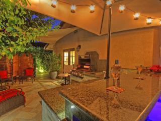 Gorgeous Mini Resort Outdoor Bar/Grill/Spa/ Fun! - La Quinta vacation rentals
