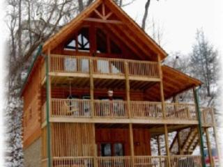 3 spacious decks and outdoor area for children - 3 Master Suites - Excellent Location - Sept10% off - Gatlinburg - rentals