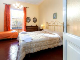 St.Peter's flat: 5 min from Vatican, wi-fi & airco - Colle di Buggiano vacation rentals