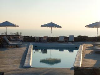 """Folegandros  """" Lithia """" - Villa Levanda & Pool - Folegandros vacation rentals"""